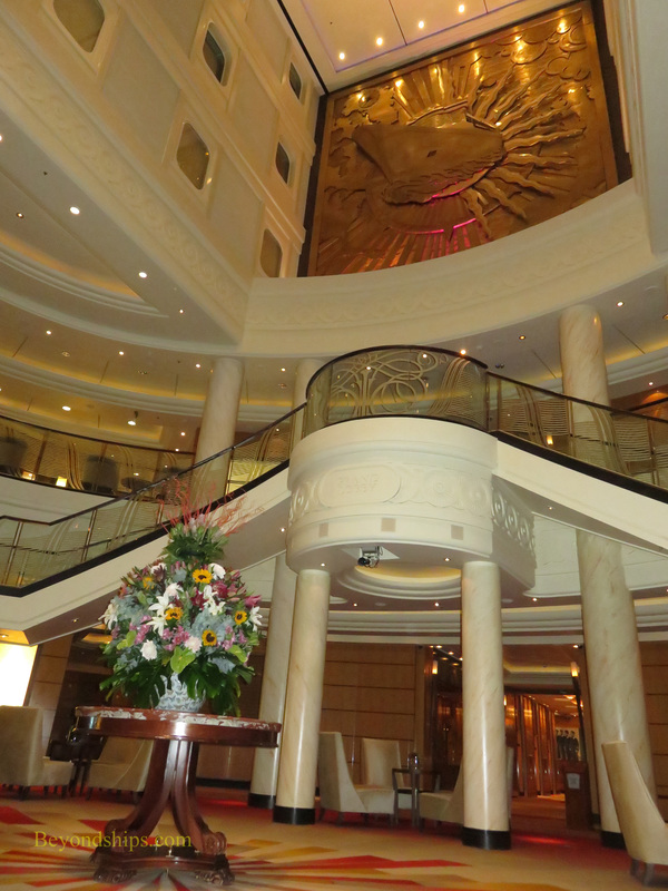 Queen Mary 2, lobby