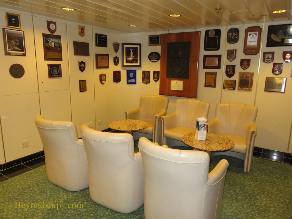 Cruise ship Oriana, decor