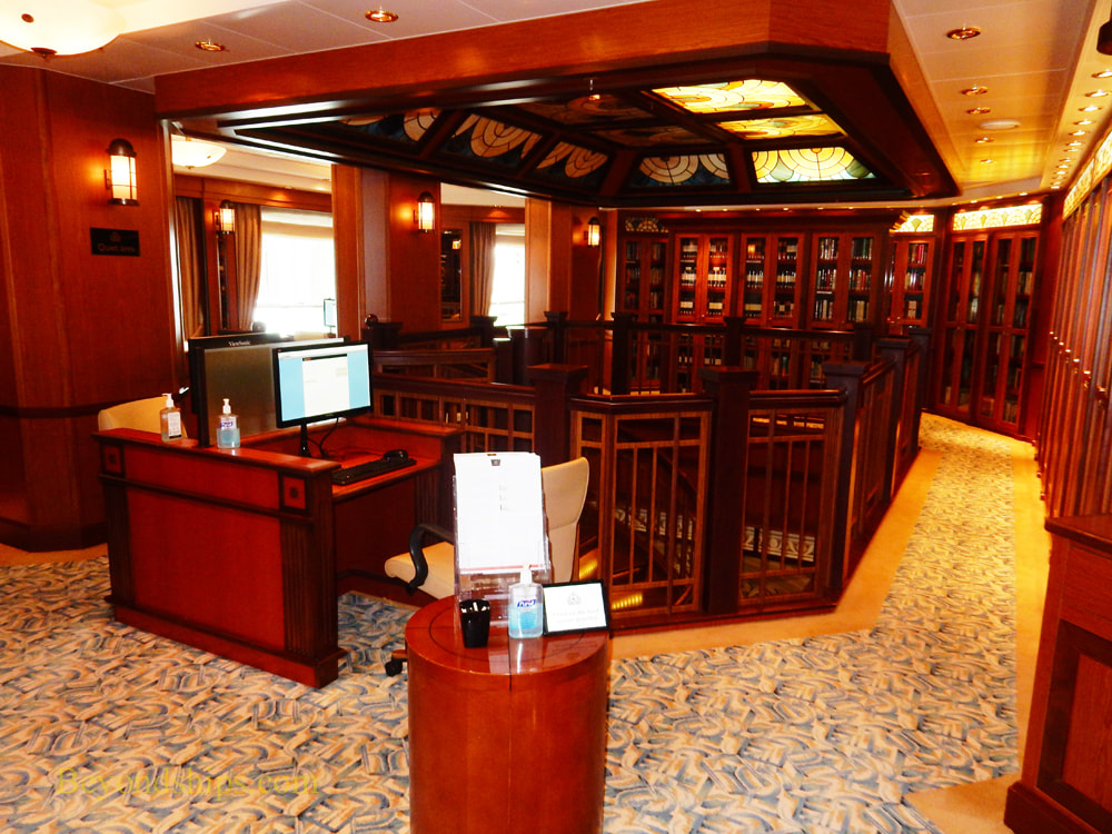Library, cruise ship Queen Elizabeth
