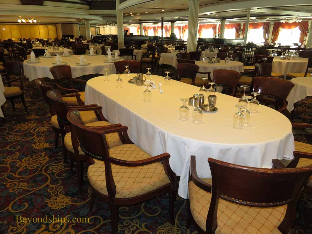 Cruise ship Enchantment of the Seas, main dining room