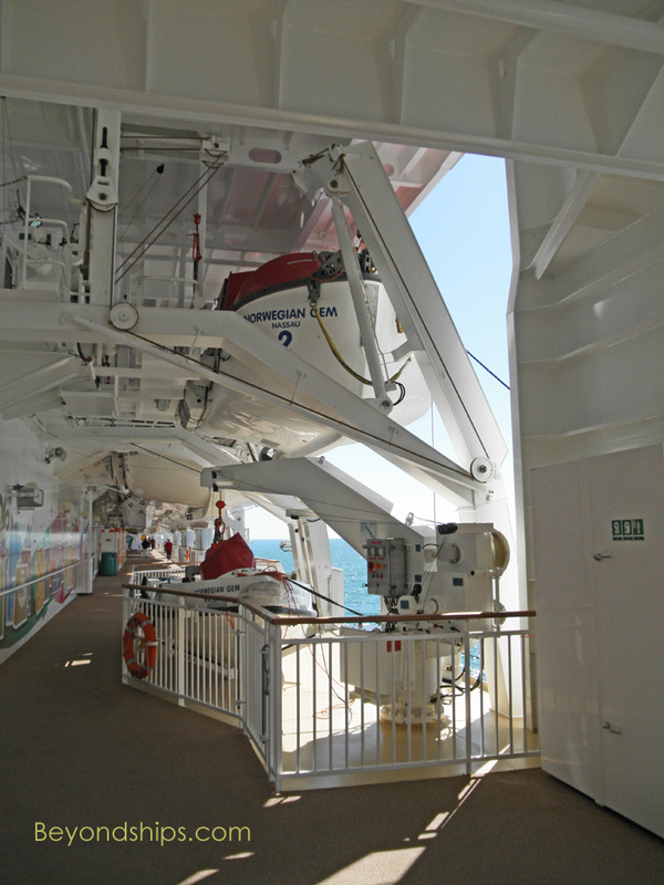 Norwegian Gem cruise ship, promenade
