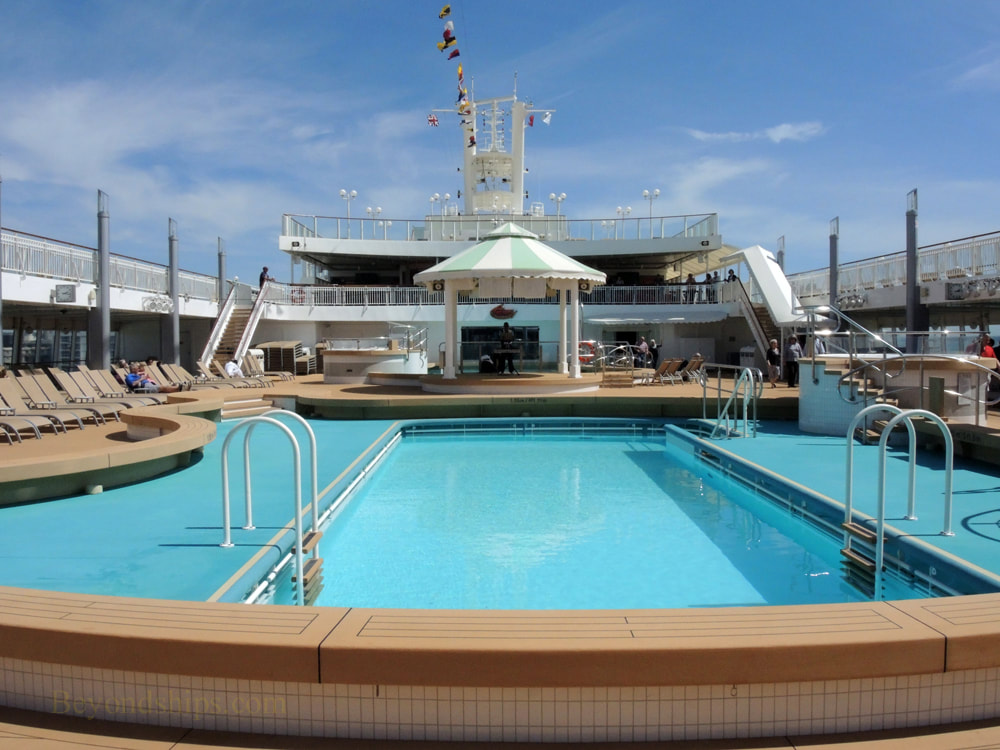 Cruise ship Norwegian Jade, pool deck