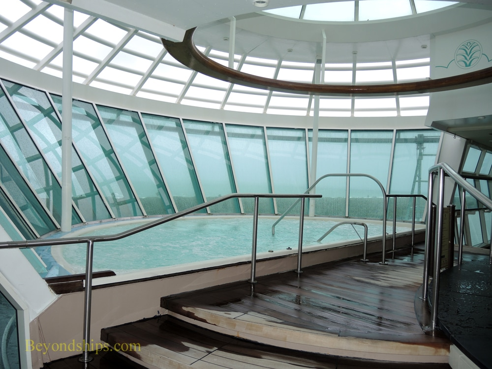 Cruise ship Freedom of the Seas, Solarium pool area