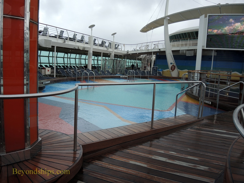 Cruise ship Freedom of the Seas, main pool area