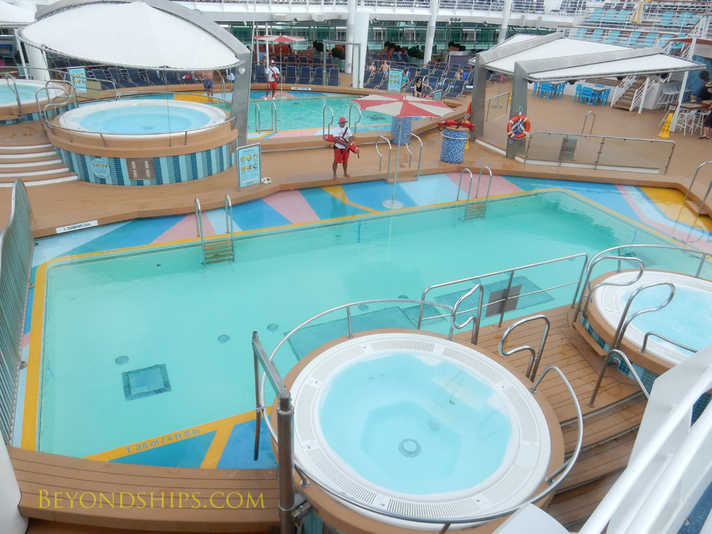 Cruise ship Mariner of the Seas pools