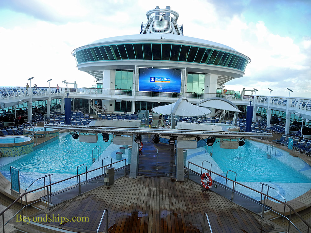 Cruise ship Adventure of the Seas pools