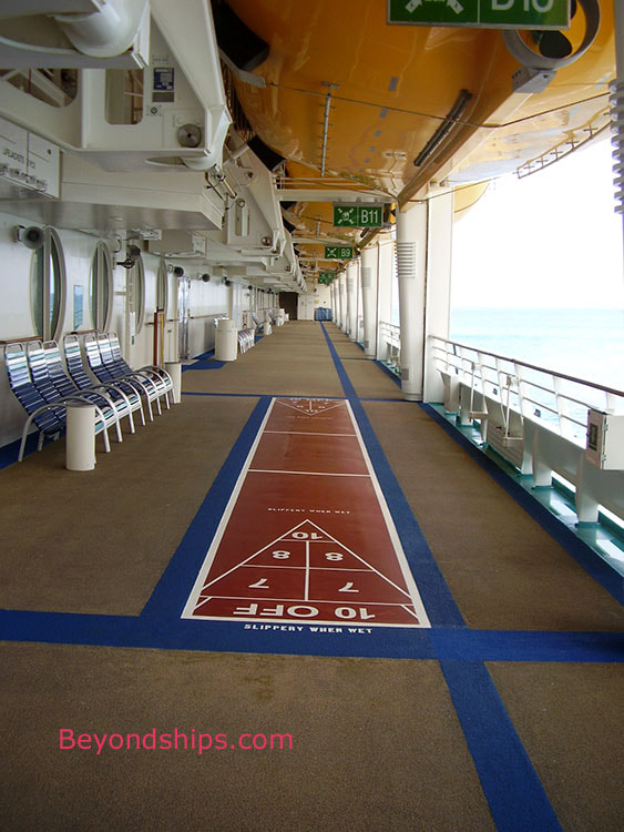 Cruise ship Adventure of the Seas, shuffleboard