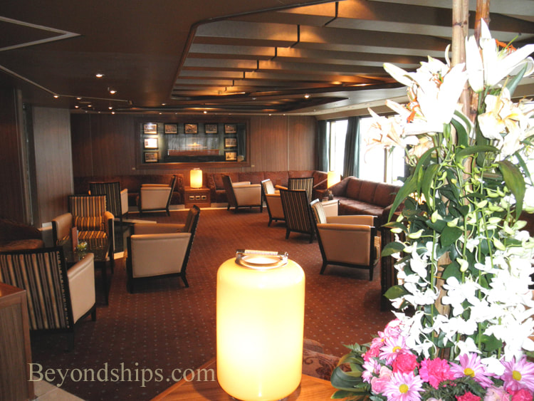 Cruise ship Oriana bars and lounges