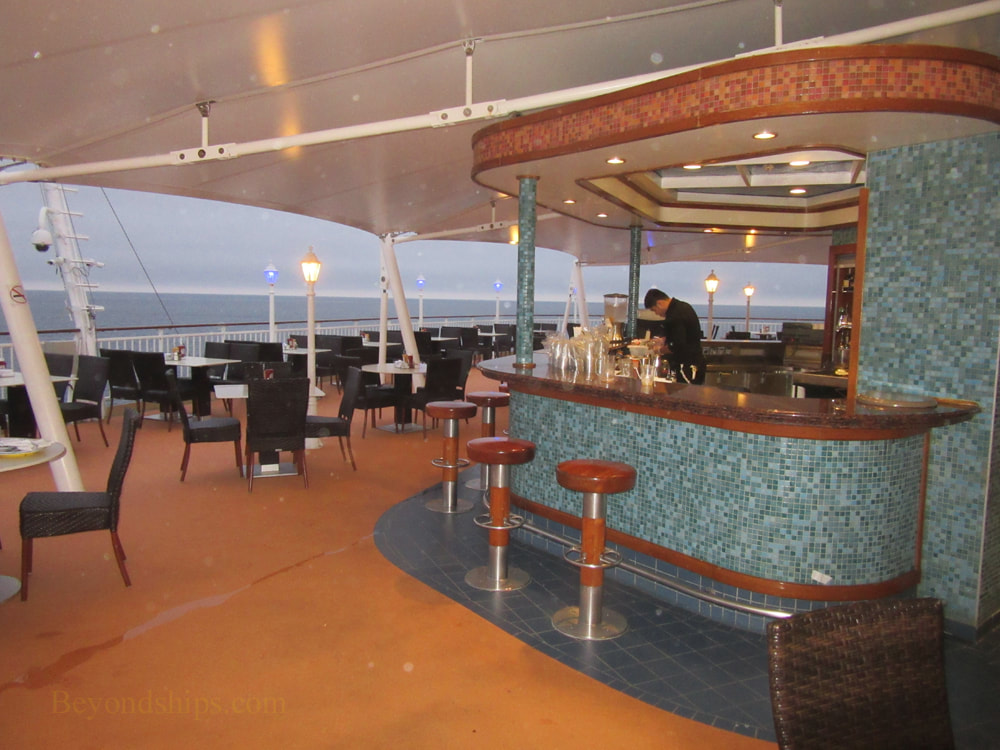 Cruise ship Norwegian Jade, bars and lounges, Great Outdoors Bar