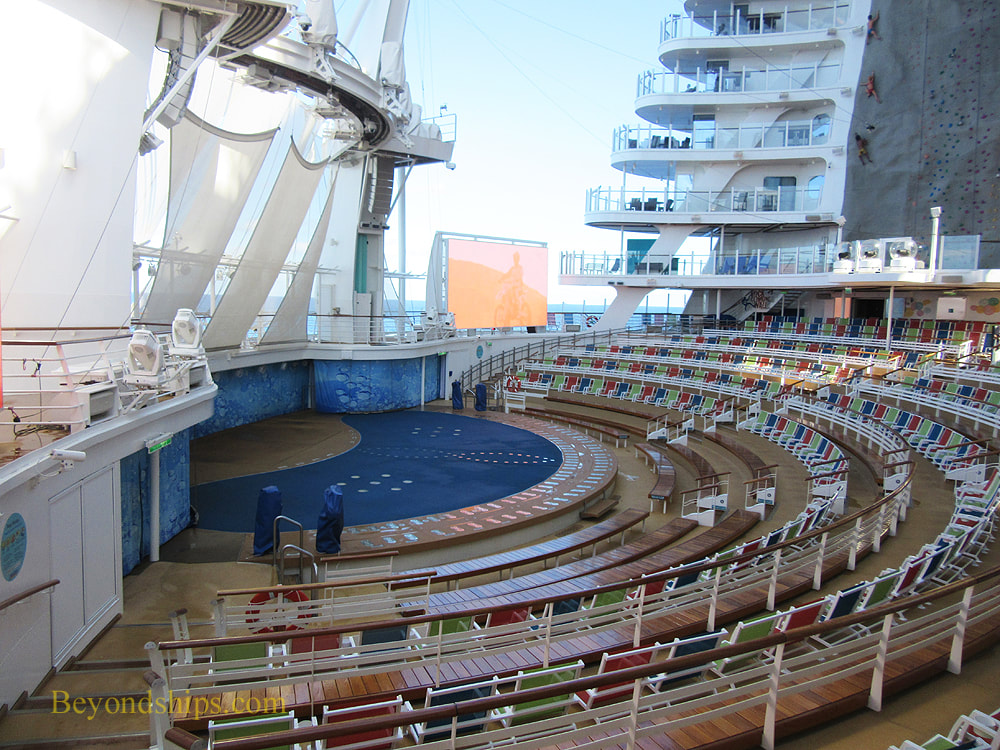 Symphony of the Seas of the Seas, Aqua Theater