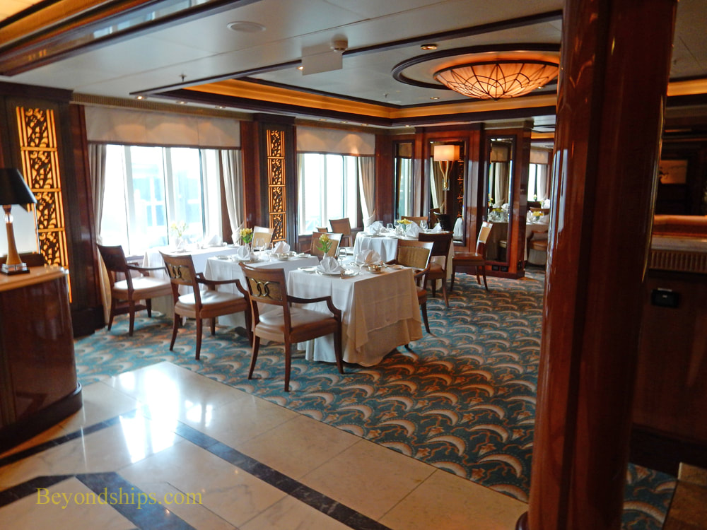 Cruise ship Queen Elizabeth Britannia Club