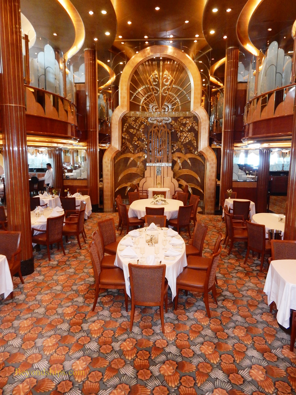 Cruise ship Queen Elizabeth Britannia Restaurant