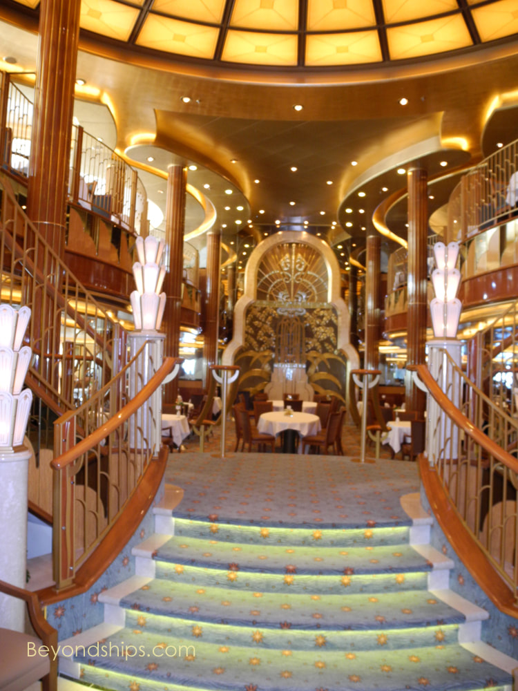 Britannia Restaurant, cruise ship Queen Elizabeth